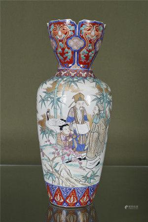 Japon  - Grand vase En porcelaine émaillée à décor de personnages et de grues [...]