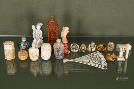 Extrême-Orient  - Ensemble d'environ 27 objets de vitrine Dont porte-aiguilles, [...]