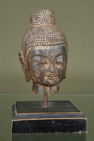 Thaïlande  - Tête de boudha En bronze à patine noire les yeux mi-clos, reposant [...]