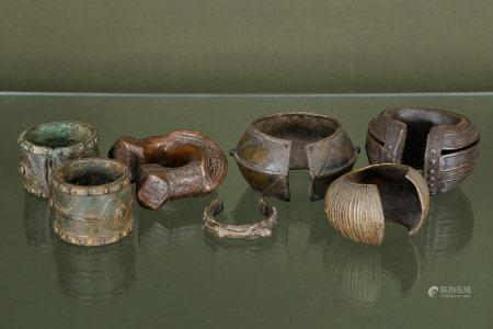 Afrique  - 7 bracelets de cheville, probablement d'esclaves En bronze ciselé     -