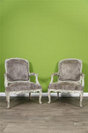 Suite de 3 fauteuils En bois mouluré, sculpté et peint en polychromie Style Louis [...]