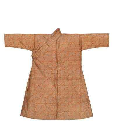 清 杏黄色四合如意云纹织金藏袍