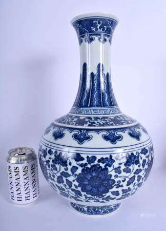 A LARGE CHINESE BLUE AND WHITE PORCELAIN VASE 20th Century, bearing Qianlong marks to base, painted