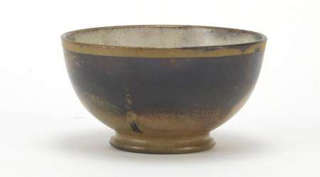 Chinese porcelain footed bowl, 6cm high x 10cm in diameter : For Further Condition Reports Please