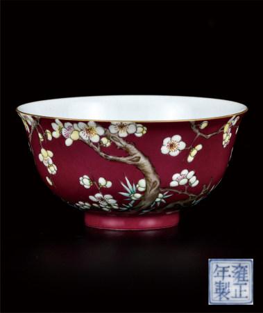 胭脂红珐琅彩花卉纹碗