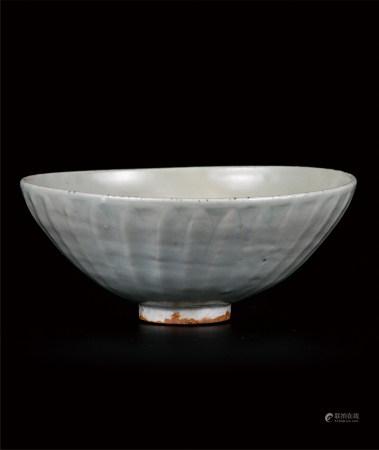 龙泉莲瓣纹大碗