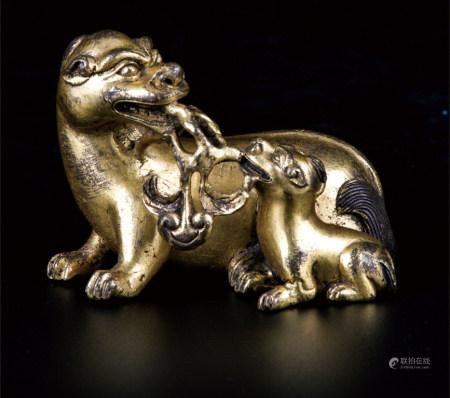 铜鎏金狮兽纸镇