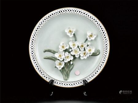 花开富贵雕瓷盘