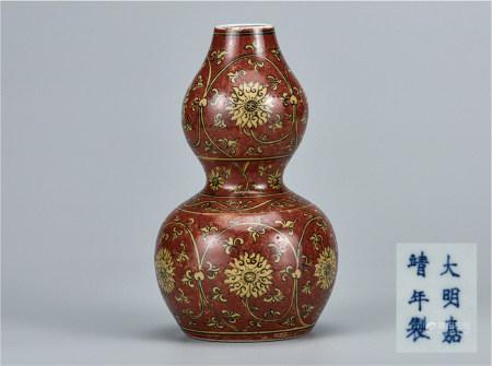 黄地红釉缠枝花卉葫芦瓶