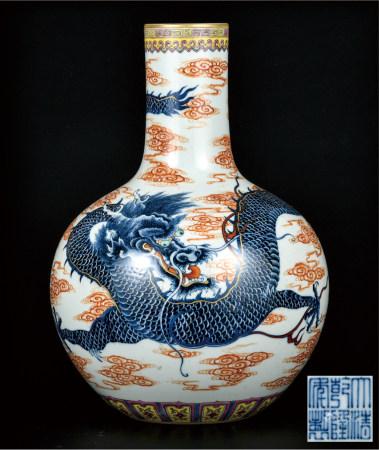 青花矾红描金云龙纹天球瓶