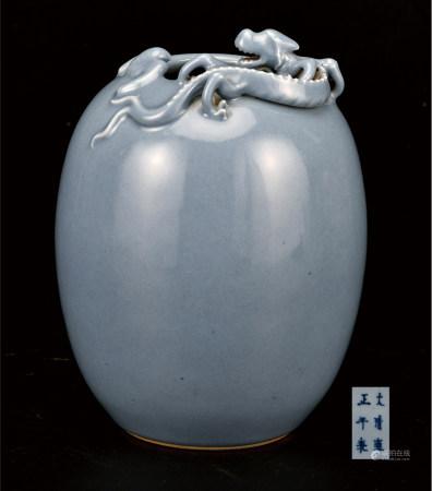 天蓝釉堆螭龙罐