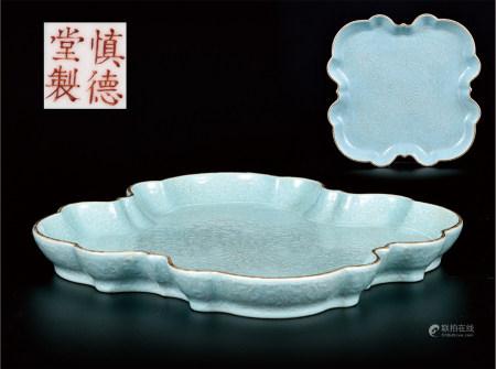 绿松石釉菊纹异形盘