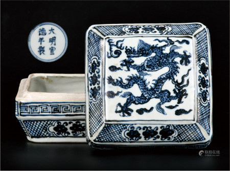 青花龙纹方盒