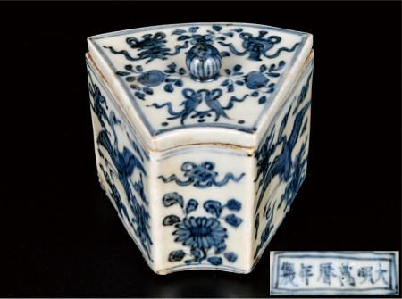 青花鹤纹盖盒