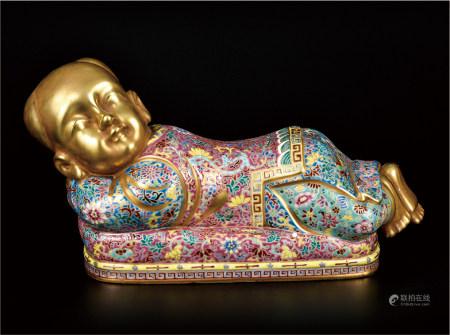 粉彩描金娃娃枕