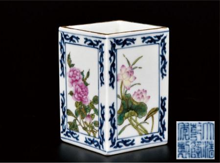 青花粉彩四季花卉四方笔筒