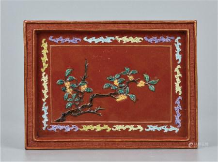 珊瑚红地粉彩雕花卉茶盘