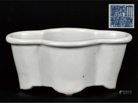 白釉海棠洗