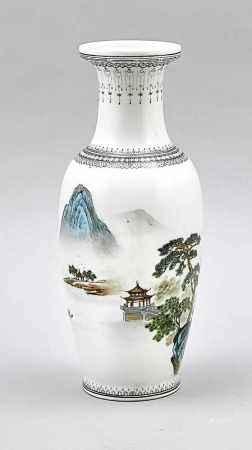 Balustervase, China, 1. H. 20. Jh. (Republik-Zeit). Umlaufender Landschaftsdekor inBlau-Grünen