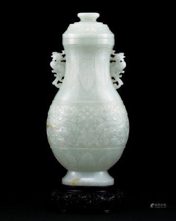 清乾隆 白玉仿古雕饕餮纹双夔凤耳盖瓶