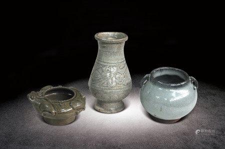 民國  青釉刻花紋瓶、繫罐、蛙型洗三件一組