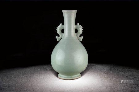 元末  龍泉釉雙魚天球瓶