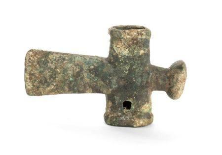 A BRONZE HAMMER AXEChina, Shang dynasty 6,2 X