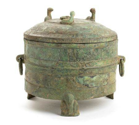A BRONZE GRAIN SERVING VESSEL AND COVER,