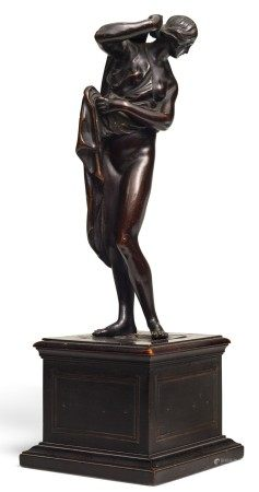 FRENCH OR ITALIAN, 18TH CENTURY AFTER THE ANTIQUE | CALLIPYGIAN VENUS