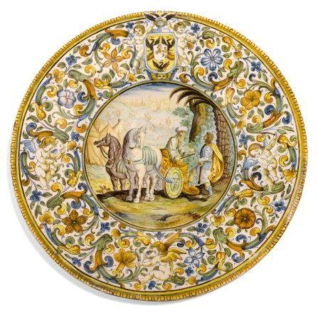 A CASTELLI MAIOLICA ARMORIAL ISTORIATO DISH, CIRCA 1700, ATTRIBUTED TO CARLO ANTONIO GRUE