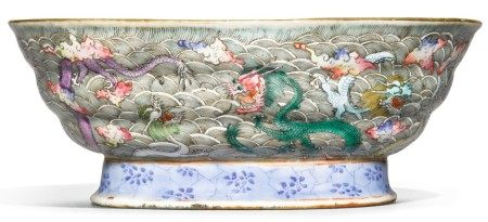 A FAMILLE-ROSE 'DRAGON' BOWL, LATE QING DYNASTY
