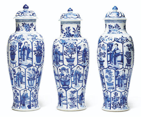 A SET OF THREE LARGE BLUE AND WHITE VASES AND COVERS