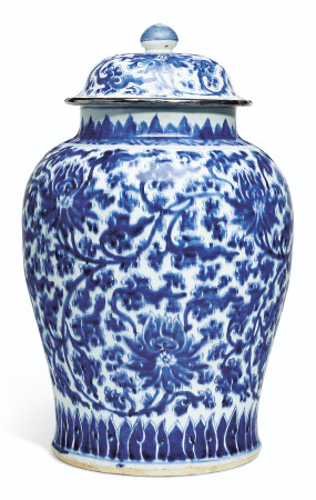 A LARGE BLUE AND WHITE JAR AND COVER