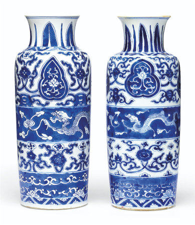 A PAIR OF BLUE AND WHITE CYLINDRICAL VASES