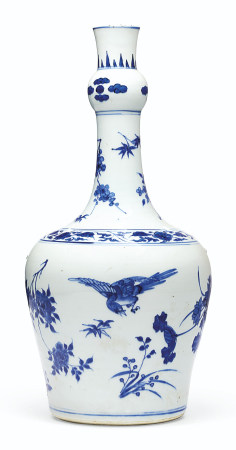 A BLUE AND WHITE GARLIC-MOUTH VASE