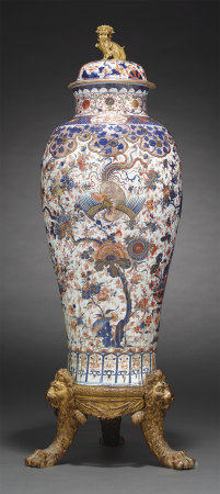 A 'CHINESE IMARI' 'SOLDIER VASE' AND COVER