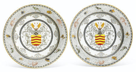 A PAIR OF DUTCH MARKET SEMI-EGGSHELL PORCELAIN SOUP PLATES
