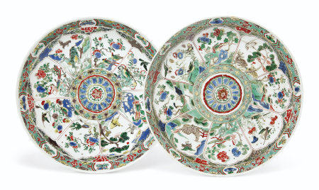 A PAIR OF FAMILLE VERTE SAUCER DISHES