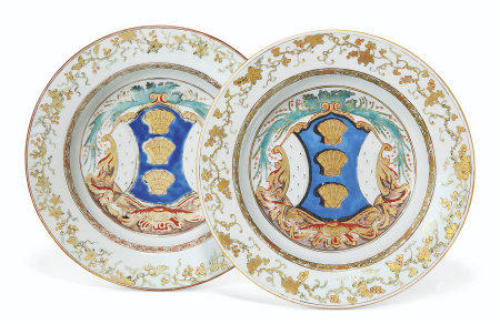 A PAIR OF ENGLISH MARKET ARMORIAL SOUP PLATES