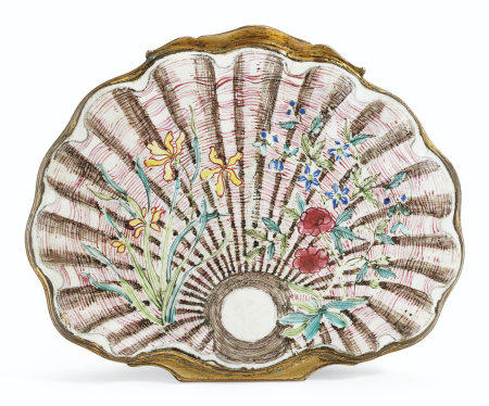 A SHELL-FORM PAINTED ENAMEL SNUFFBOX AND COVER