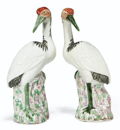 A SMALL PAIR OF FAMILLE ROSE CRANES