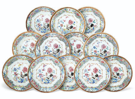 A SET OF TWELVE FAMILLE ROSE AND BIANCO-SOPRA-BIANCO PLATES