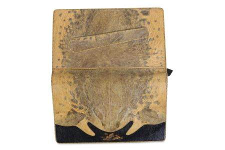 A 1930'S JAPANESE PURSE FORMED FROM A CANE TOAD
