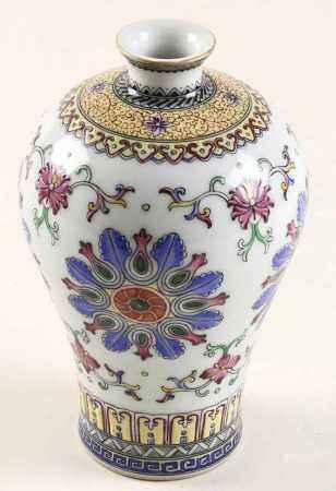 Chinees porseleinen Meijping vaas met polychroom floraal decor, Qianlong gemerkt, 20e eeuw - H. 20