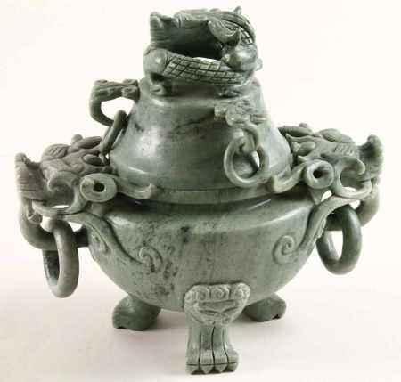 Nefriet dekselpot met decor van draken, China, 20e eeuw - H. 19 cm -