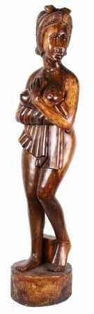 Groot Balinees gestoken houten beeld van een vrouw met ontbloot bovenlichaam -l. 145 cm-