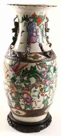 Chinees porseleinen kraagvaas met decor van krijgers, circa 1900 - H. 44 cm -