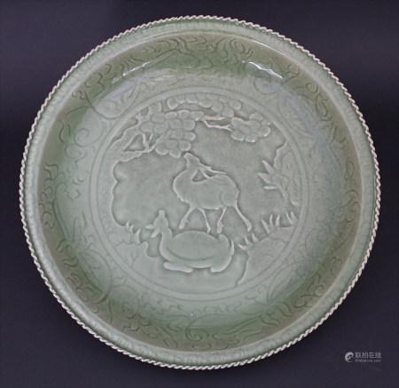 Große Seladon-Rundplatte, A large plate, China, um 1900
