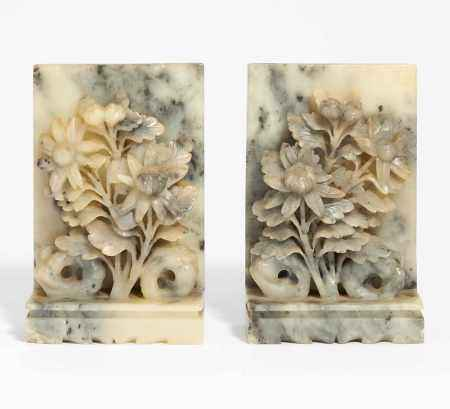 PAIR OF BOOK ENDS WITH CHRYSANTHEMUMS.