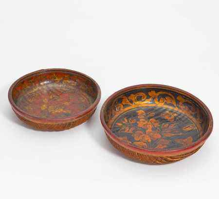 TWO BASKET BOWLS WITH FLOWER PATTERN.